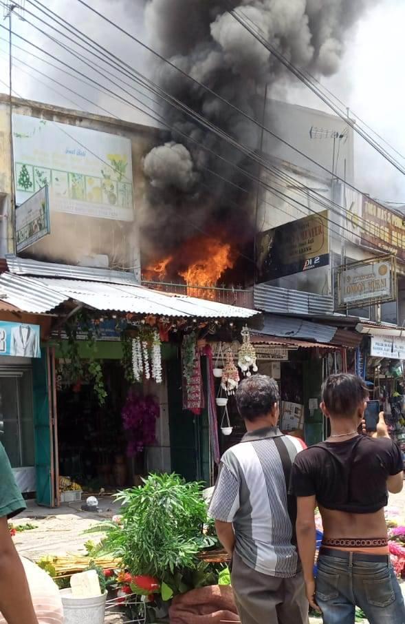 Kebakaran Hanguskan 4 Ruko di Simpang Limun, Lalu Lintas Macet