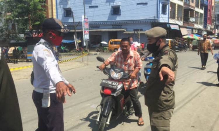 Razia Masker di Pasar Delitua, 150 Warga Tak Gunakan Masker Saat Bepergian