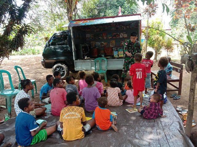 Perpustakaan Keliling Yonif 125/Simbisa Kembali Sambangi Anak-Anak Perbatasan