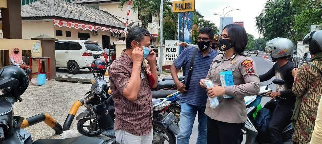 Polsek Medan Timur Bersama Koramil 02/MT Bagikan 1000 Masker untuk Masyarakat