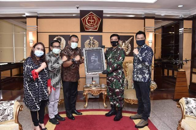 Panglima TNI Terima Penghargaan Positive News Maker Tahun 2019