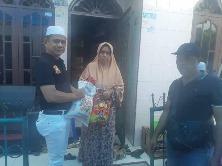 Melayat Ke Rumah Duka, Ketua Pewarta  Berikan Santunan Kepada Keluarga Almarhum Zulkifli