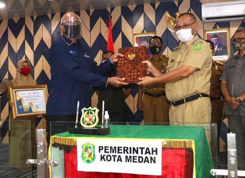 Plt Wali Kota Medan Terima Penghargaan dari BPS Sumut, Sensus Penduduk Online Raih Terbaik I