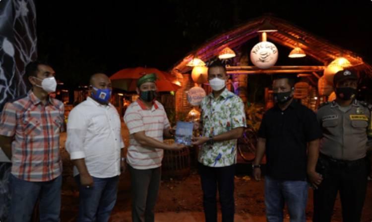 Apresiasi Giat Literasi Kafe Baca di Desa Denai Lama, Musa Rajekshah Harapkan Masyarakat Mampu Kembangkan Potensi Desa
