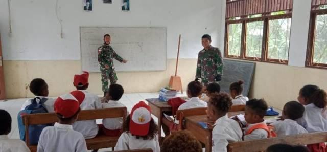 Satgas Yonif 413 Bremoro Beri Wawasan Kebangsaan untuk Siswa SD Mosso Jayapura