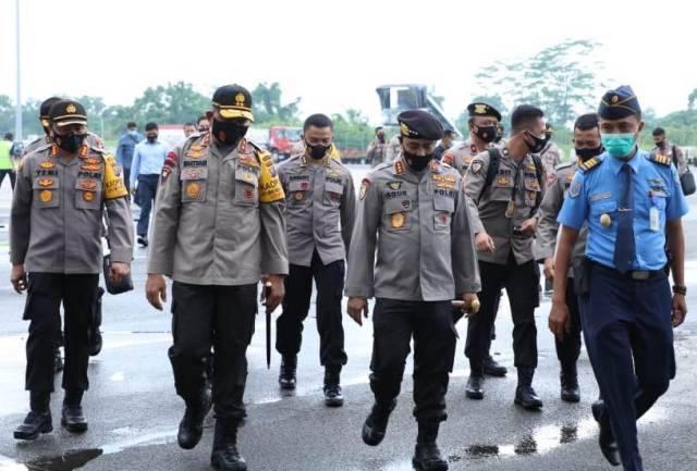 Kabaharkam Polri Kunker ke Sumut, Kedatangan Disambut Kapoldasu dan Kapolresta Deli Serdang di Bandara Kualanamu