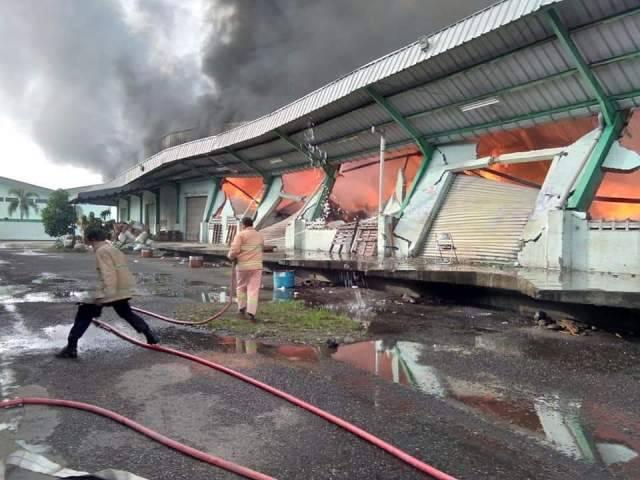 Gudang PT Indomarco di Tanjung Morawa Terbakar, Kerugian Diperkirakan Milyaran Rupiah