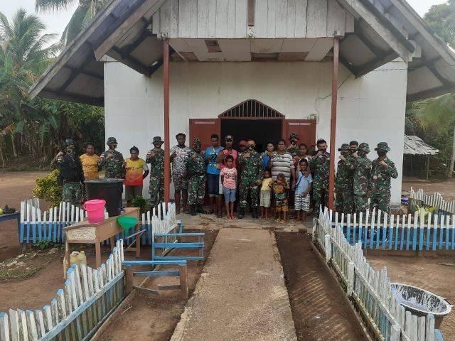 Satgas Yonif 125/Simbisa dan Warga Perbatasan Gotong Royong Pengecatan GPKAI Toray