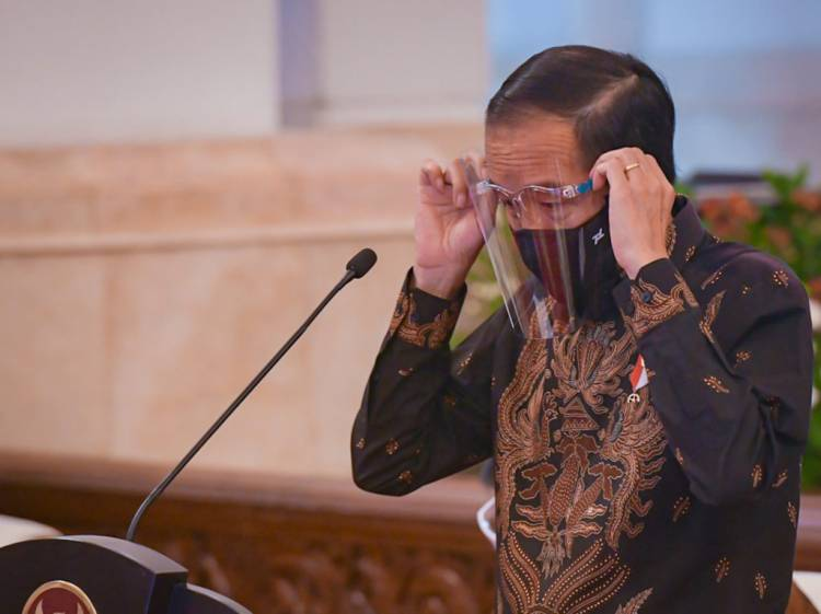 Presiden Jokowi Ingatkan Hati-hati Penyebaran Kasus pada Klaster Kantor, Keluarga, dan Pilkada
