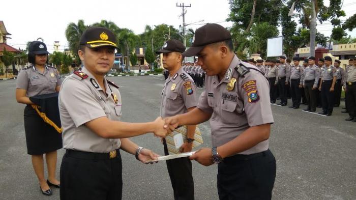 Personil Polres Deli Serdang Berprestasi Diberi Penghargaan