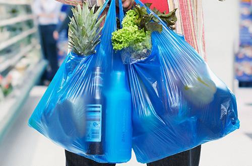 Kantung Plastik Bayar, Tak Jamin Masyarakat Sadar