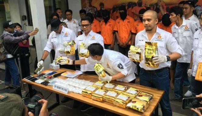 Polda Metro Jaya Ungkap Peredaran Gelap 20 Kg Sabu Berkedok Toko Obat