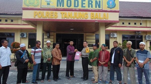 Terkait Pembakaran Bendera Tauhid, Kapolres Terima Pernyataan Sikap Aliansi Umat Islam Kota Tanjungbalai