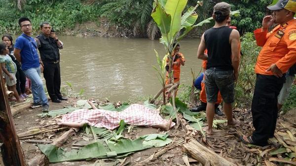 Warga di Bantaran Sungai Denai Jalan Menteng Dihebohkan dengan Penempuan Mayat Perempuan