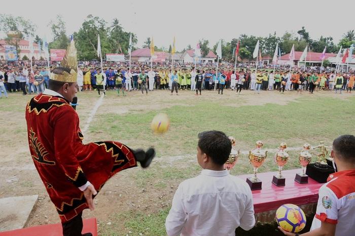 Gubernur Sumut Buka Open Turnamen Sepakbola Askab PSSI Nias Barat