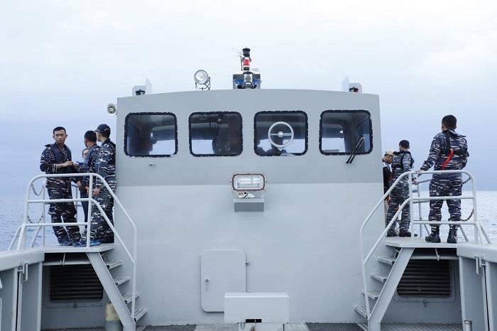 Bantu Pencarian Korban Lion Air JT 610, Prajurit TNI Gunakan LCU