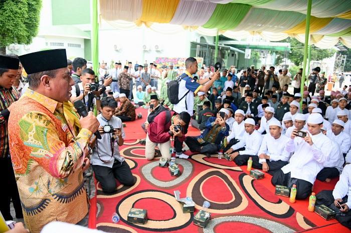 Tunggu Kafilah dari Sulteng, Edy Rahmayadi Pimpin AlFatihah untuk Korban Tsunami Palu