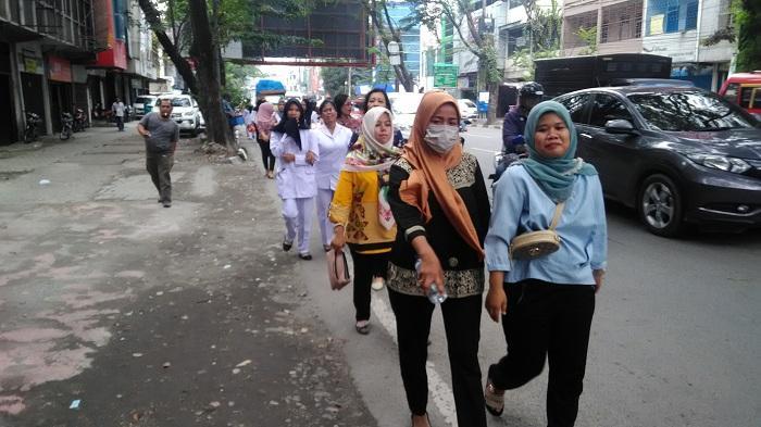 Demo Ratusan Tenaga Honorer RS Pirngadi Tuntut Pembayaran Gaji dan Klaim BPJS