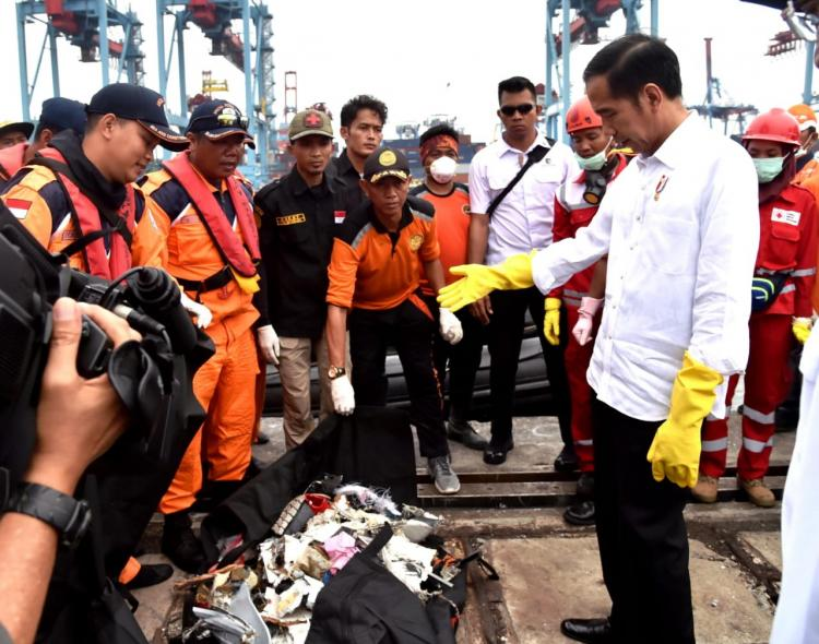 Presiden Jokowi Tinjau Posko Evakuasi Lion Air JT-610 di Priok