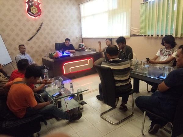 Tingkatkan Kinerja Kepolisian, Kanit Reskrim Polsek Medan Kota Jalin Silaturahmi dengan Wartawan
