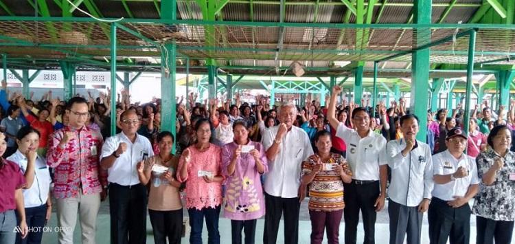 Bupati Tobasa Harapkan Penerima PKH Lebih Giat untuk Bekerja