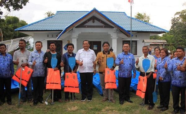 Pemkab Samosir Beri Bantuan Perahu dan Alat Tangkap kepada 15 KUB Nelayan di 5 Kecamatan