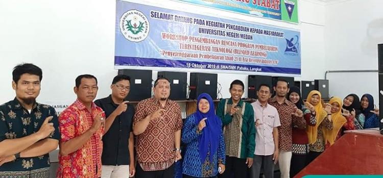 Dosen Unimed Latih Blended Learning SMA/SMK di Langkat
