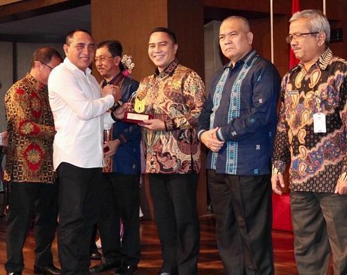 Komisi Informasi Sumut Berikan Anugerah Keterbukaan Informasi untuk Pemko Medan