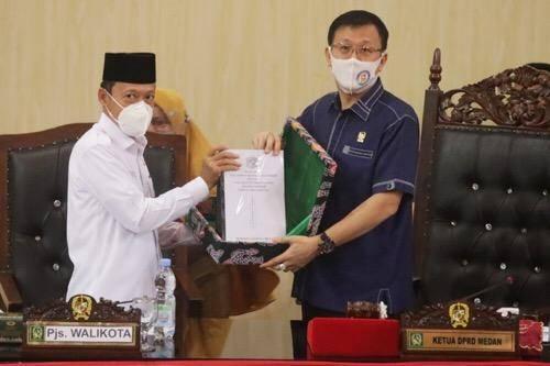 Pjs Wali Kota Medan Sampaikan Ranperda Tentang APBD Tahun 2021 di Gedung DPRD