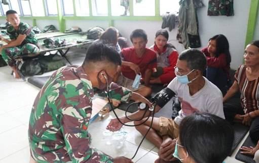 Dandim Apresiasi Tim Kesehatan Satgas TMMD 109 Bantu Pengobatan Warga