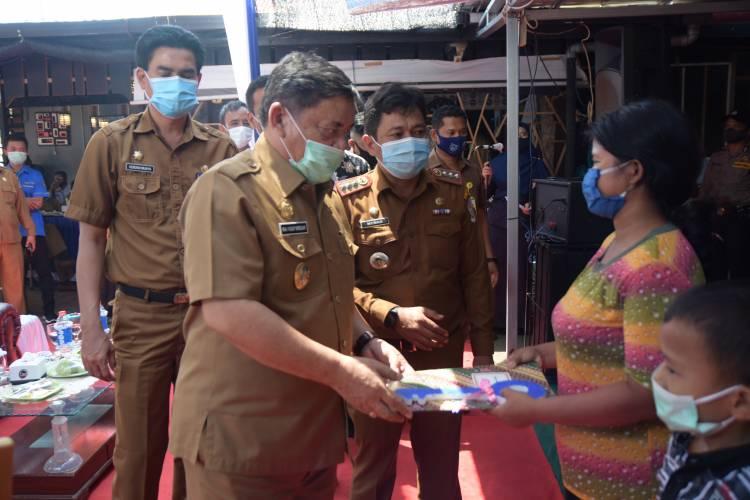 Wabup Deli Serdang Serahkan 8 Kunci Bedah Rumah Layak Huni di Desa Sialang