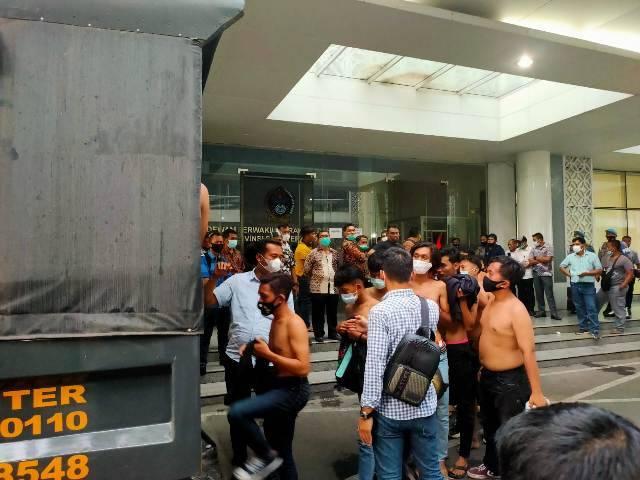 Demo Tolak Omnibus Law di Medan, 117 Demonstran Anarkis Ikuti Rapid Test, 3 Pendemo Reaktif Covid-19
