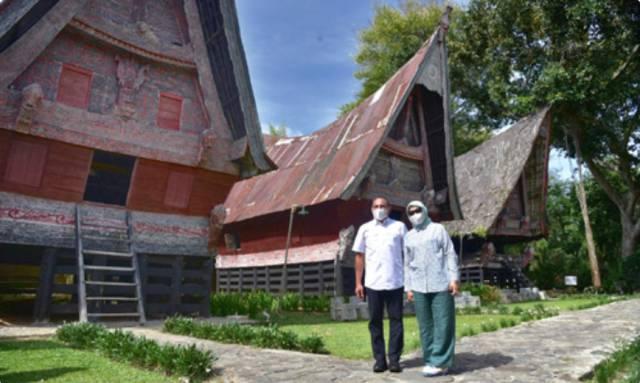 Gubernur Sumut Kunjungi Museum Batak TB Silalahi Center di Balige