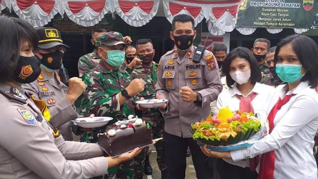 Kapolsek Medan Baru Bersama Personil Beri Kejutan ke Koramil 01/MB dan Koramil 05/MB