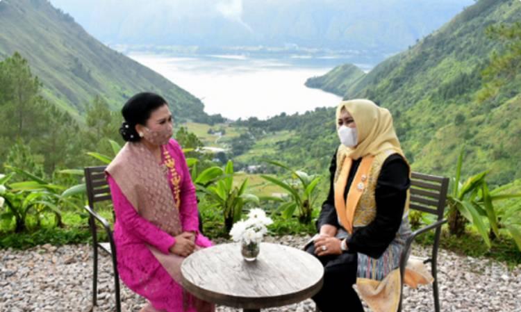 Ketua Dekranas Endang Budi Karya Sumadi Buka Pelatihan Wirausaha Bagi Perajin Daerah Wisata Danau Toba