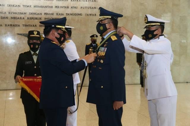 Kasal dan Kasau Terima Bintang Kehormatan Republik Indonesia dari Panglima TNI