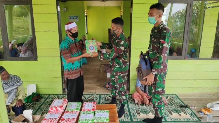 Peringati Maulid Nabi Muhammad SAW, Satgas Pamtas Yonif 642 Berikan Bantuan Al-Quran dan Doa Bersama