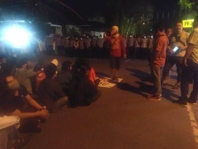 Puluhan Mahasiswa Demo di Mapolrestabes Medan, Minta 3 Temannya Dibebaskan