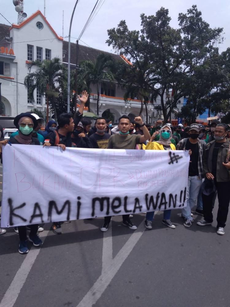 Tolak Undang-Undang Cipta Kerja, Massa dari Berbagai Elemen Masyarakat di Medan Turun ke Jalan