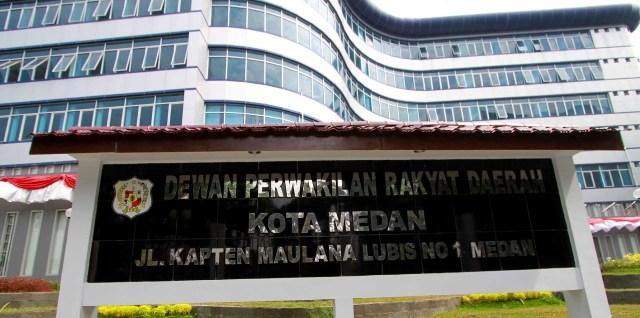 Paripurna AKD DPRD Medan Hujan Interupsi Kericuhan