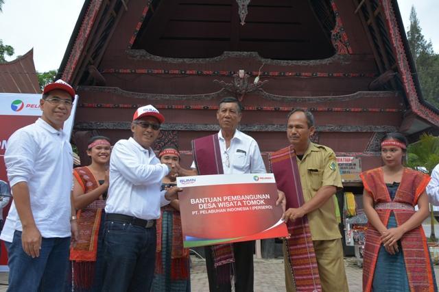 Peresmian Desa Wisata Tomok Danau Toba, Pelindo 1 Serahkan Bantuan