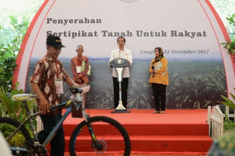 Serahkan 9.000 Sertifikat di Sumut, Presiden: Manfaatkan dengan Baik dan Penuh Perhitungan