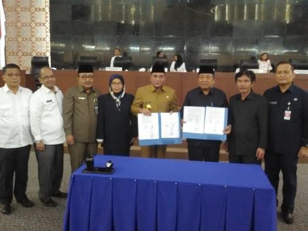 Diwarnai Aksi Walk Out, Gubsu dan Pimpinan DPRD Sumut Tandatangani KUA PPAS RAPBD 2019