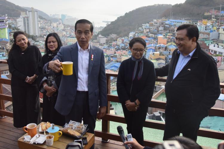 Kunjungi Desa Budaya di Busan, Presiden Jokowi: Kampung-Kampung Kita Mampu Seperti Ini