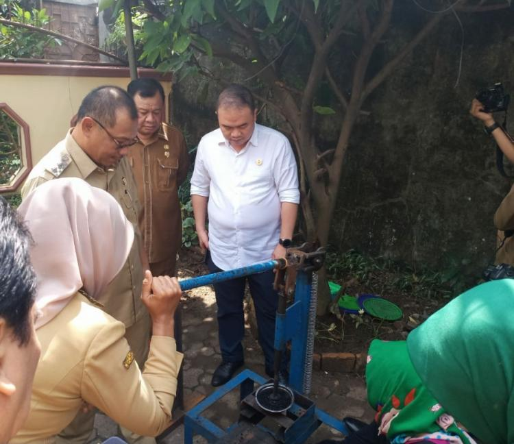 Plt Walikota Medan Meninjau Rumah Briket di Kelurahan Harjo Sari