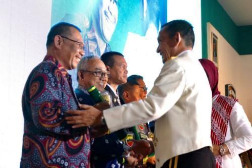 Plt Wali Kota Medan Terima Penghargaan Bukit Barisan