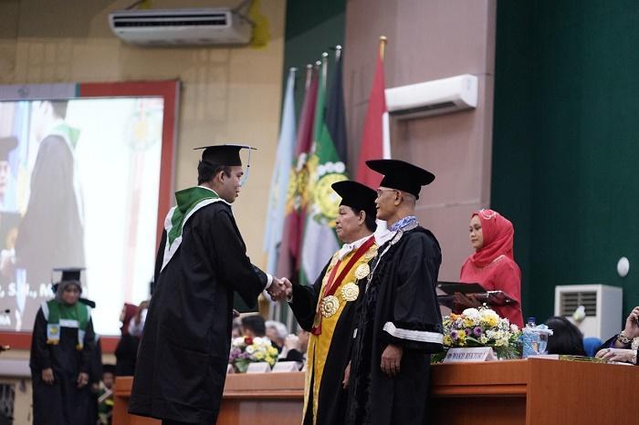 Wisuda Mahasiswa, Prof Runtung Sitepu: USU Peringkat 7 Pengabdian Masyarakat