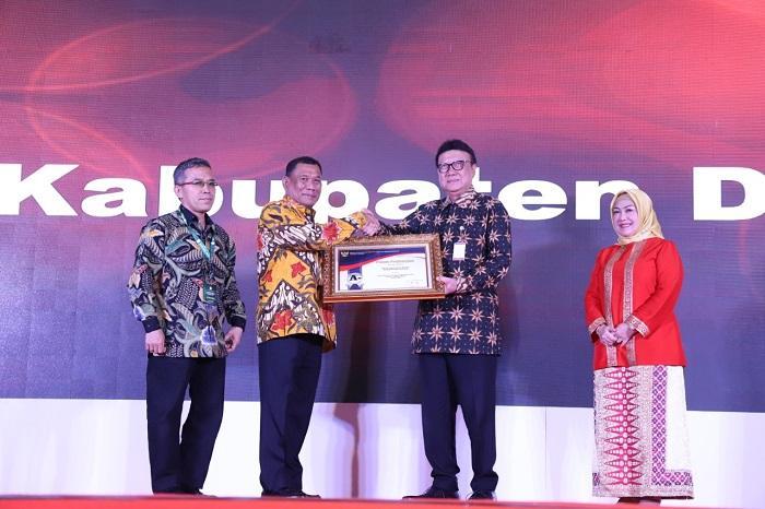 Pemkab Deli Serdang Terima Penghargaan Pelayanan Publik dari Kemenpar RB