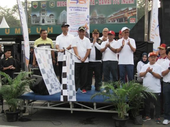 Plt Walikota Turut Lepas Peserta Fun Bike dan Fun Walk HUT Bank Sumut