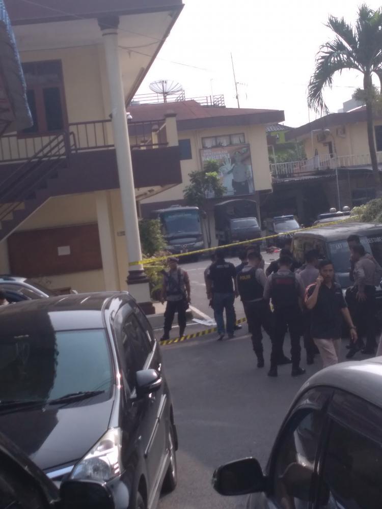Berusaha Mencegat Pelaku Bom Bunuh Diri, Dua Orang Personel Polrestabes Medan Terluka